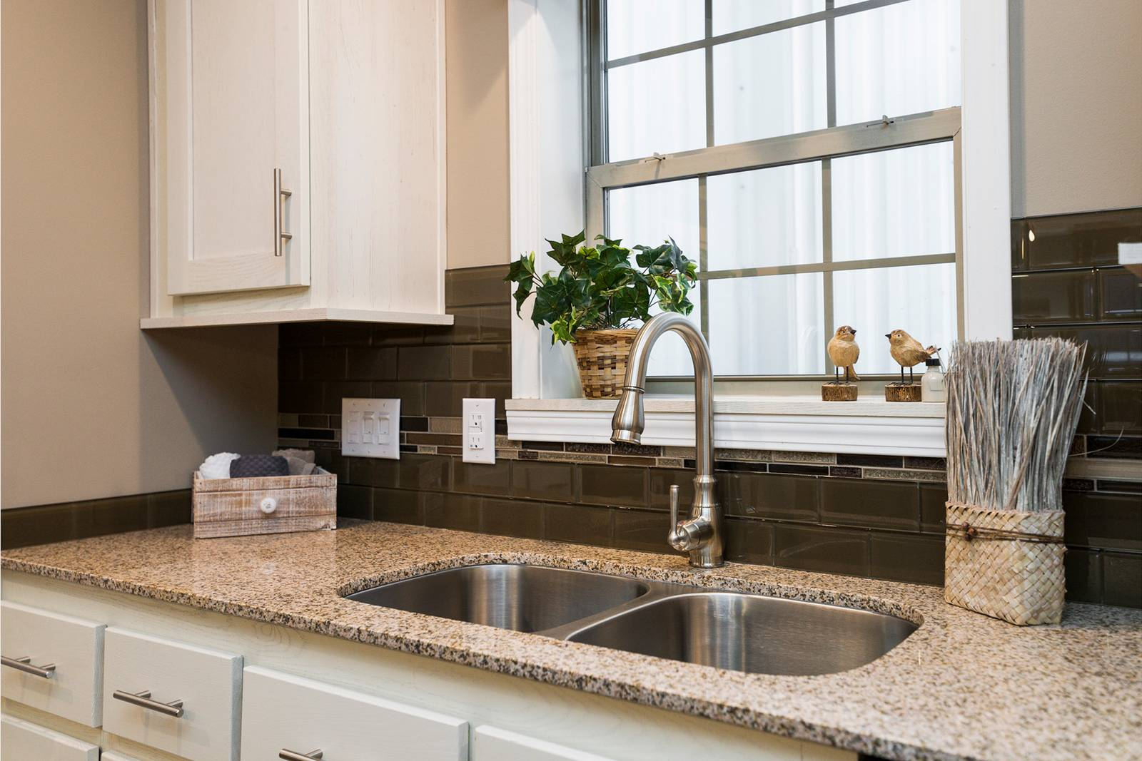 Granite Counters with Alternate Color Choices