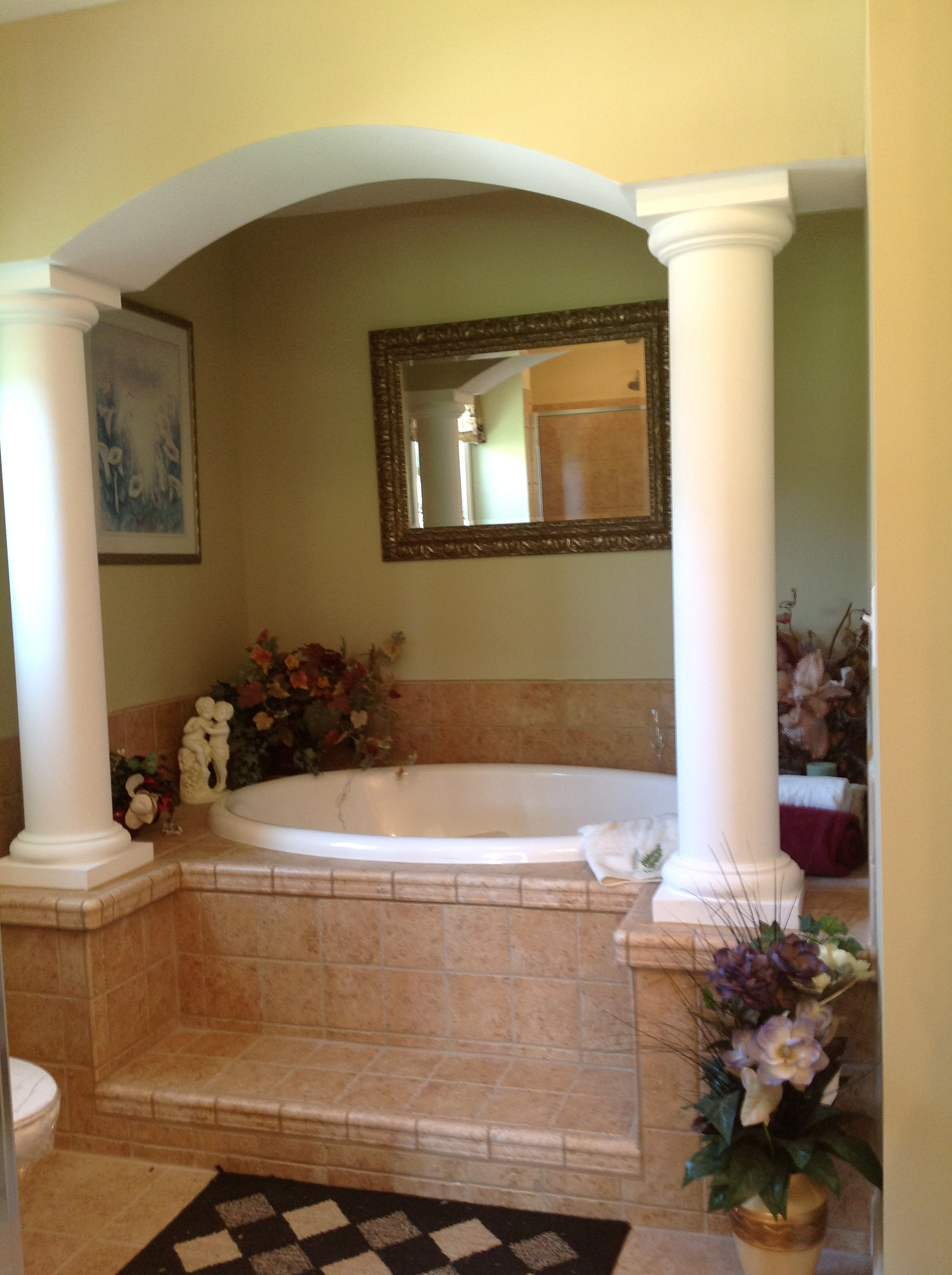 Optional pillars at tub