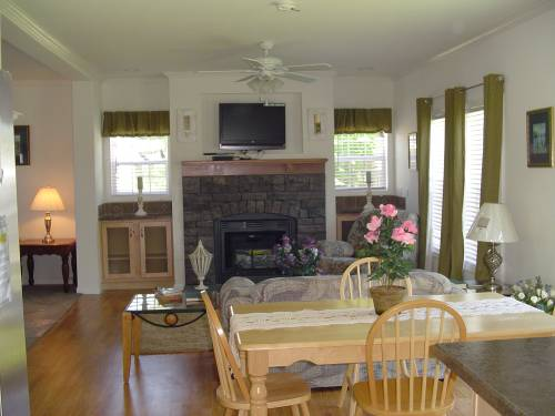 Morning Room to Family Room